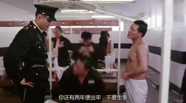 监狱风云:狱警故意找茬,犯人接下来霸气回应,给他气的够呛!