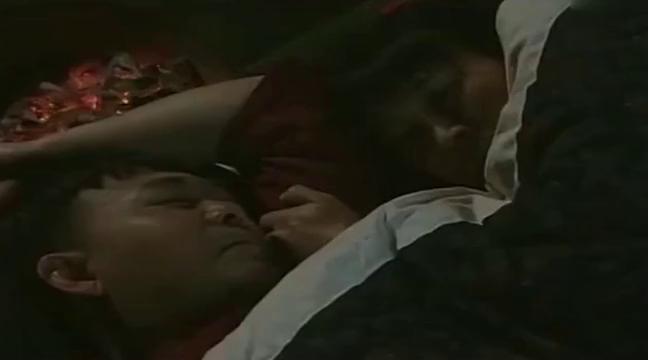 小姨多鹤:一家人正睡觉,突然听到爆炸声,多鹤吓坏了