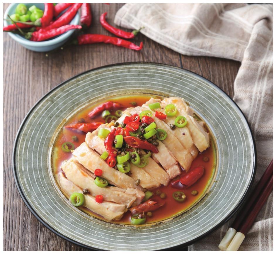鸡肉和藤椒的完美融合,入口嫩滑多汁,麻辣清香,比口水鸡还好吃