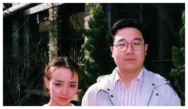 被英宁抛弃的赵明明,当红时息影抚养女儿,她现在怎么样了?