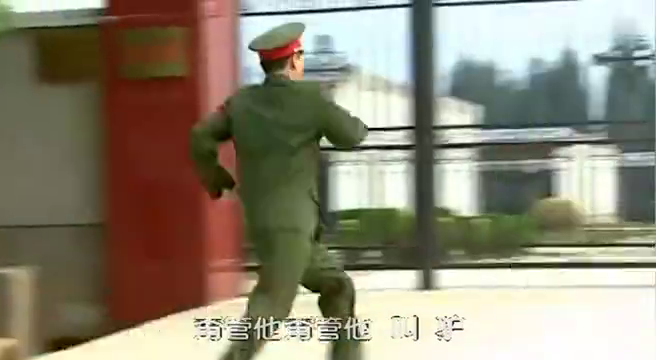 士兵突击:伍六一单挑三多,不料他根本不是对手,两招就败下阵来