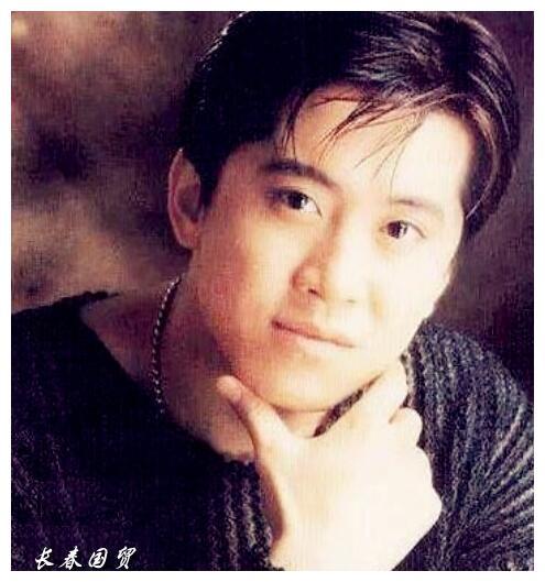 歌手毛宁近照曝光,与陈明叶蓓同框热聊,年过五旬帅气依旧