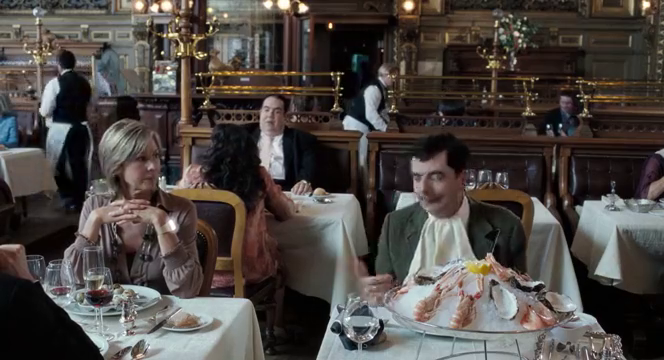 乡下人去高级餐厅,他用另类的手法吃下龙虾,看呆了旁边食客