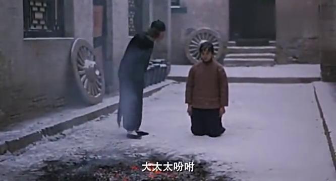丫环被罚不肯认错,晕倒在雪地,四太太有点心虚
