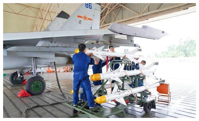加速消耗老式导弹?海军在南海开展PL8实射训练,连飞豹都来了