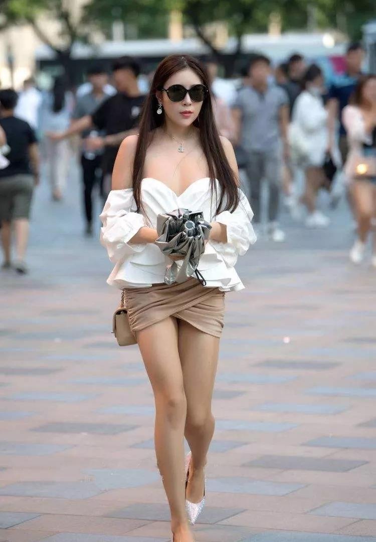 一双简约的高跟鞋,让女性变得迷人又气质
