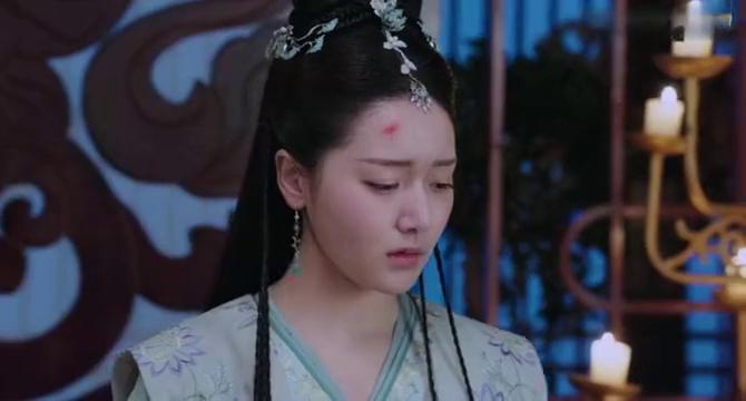 李谦故意说狠话想让李明月离开,她没站稳跌入李谦怀里