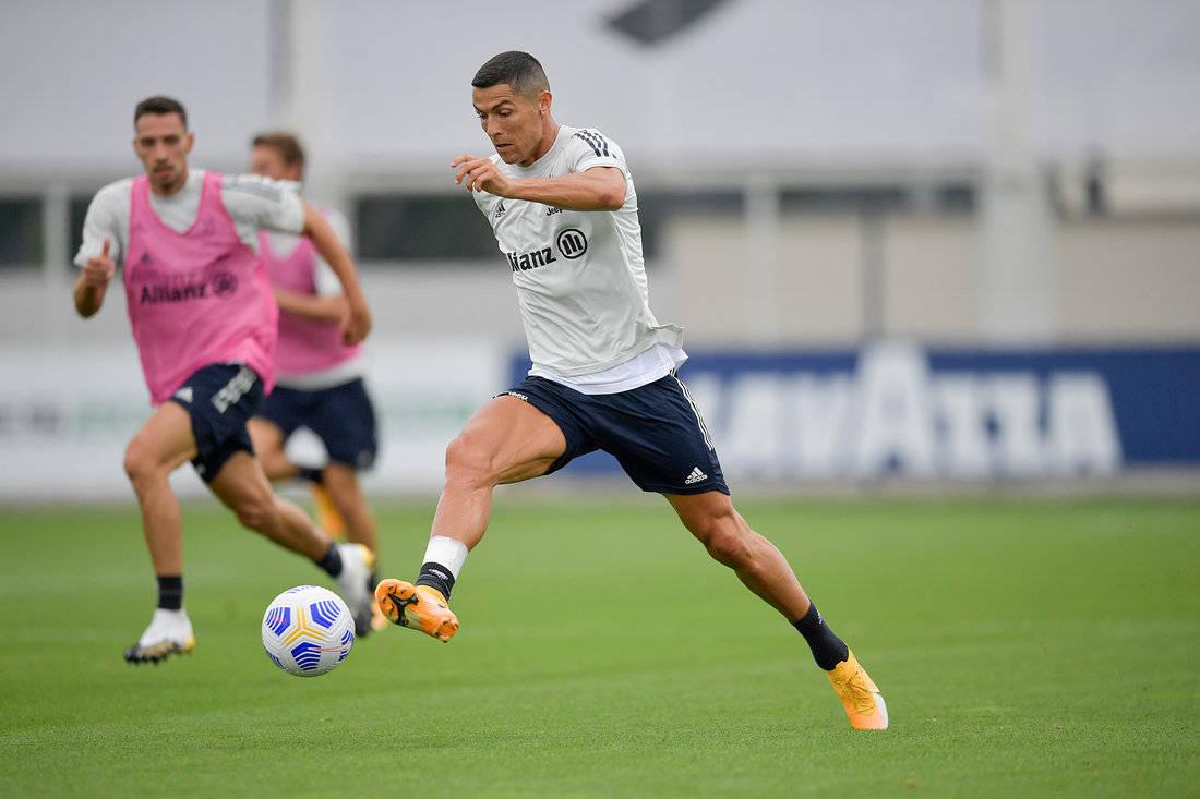 尤文图斯足球俱乐部球员积极备战意甲第2轮与罗马的比赛