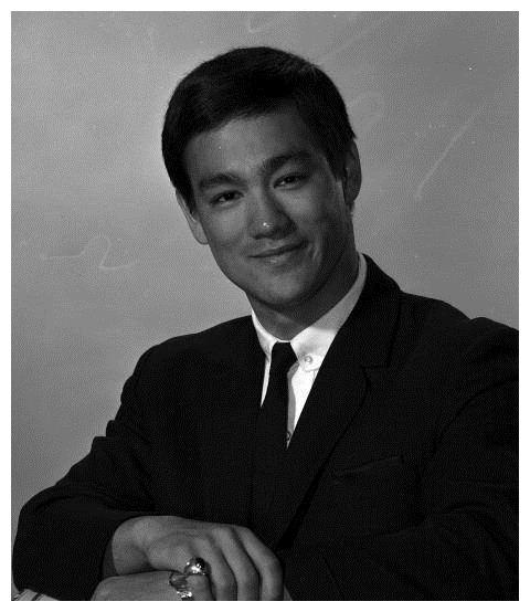 从李小龙成龙,到周润发李周星驰,香港影坛30年的巨星争夺战