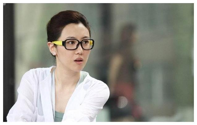 """王博谷:宋丹丹儿媳,领导老公,征服婆婆,不甩""""公公""""英达"""