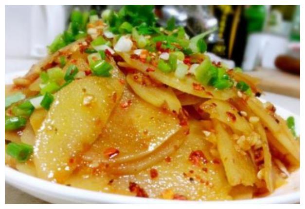 凉拌土豆片,双椒炒墨鱼仔,蒜苔炒肉丝,蚂蚁上树的做法