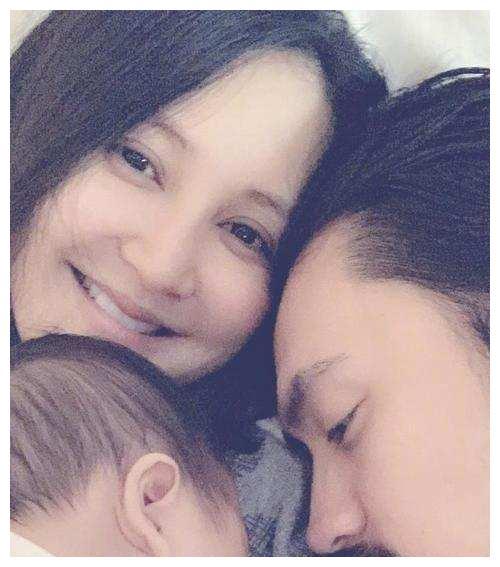 张歆艺晒与儿子甜蜜互动,华晨宇的粉丝却在下面留言