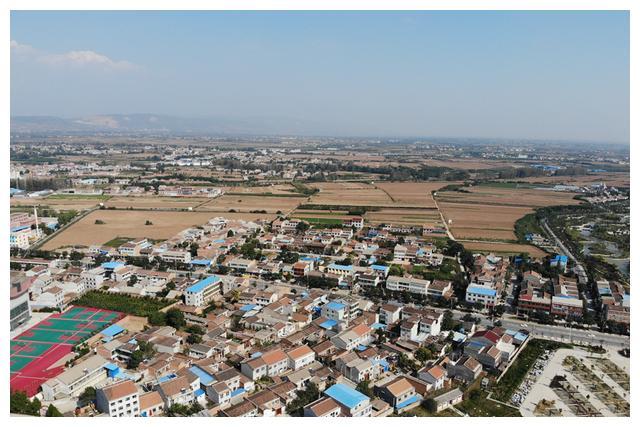 这块农地,就是当年秦始皇加冕亲政的地方,位于大宝鸡的雍城遗址