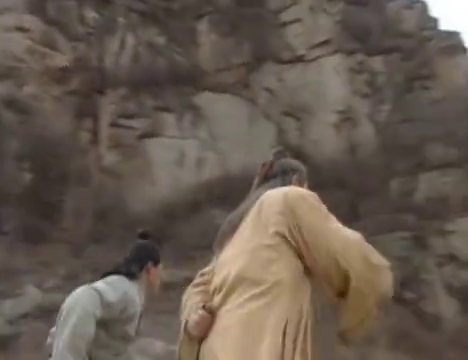 此人真是神功盖世,竟能单手举起千斤石鼎,太可怕了