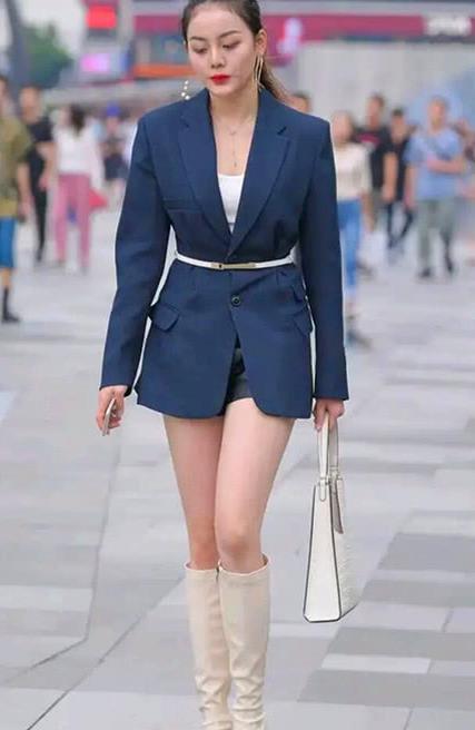 街拍,春季里的靓装美女,一双时髦长靴简约中透出时尚感