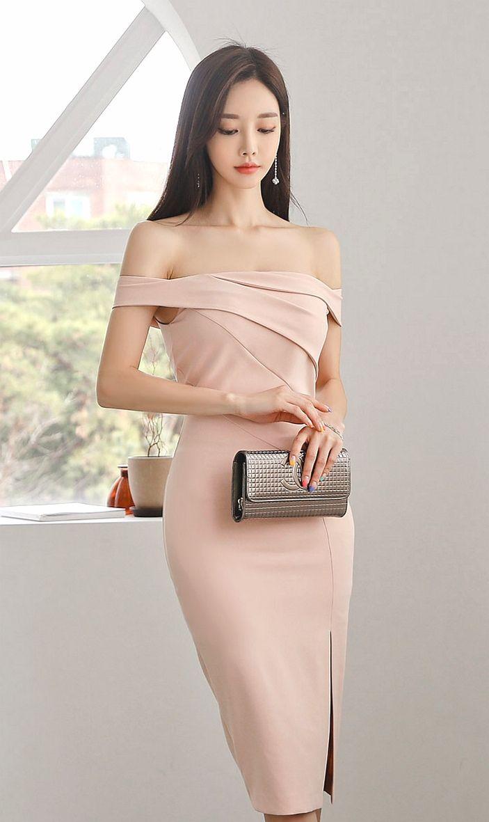孙允珠时尚穿搭:草莓蔷薇缪斯仙美抹胸晚礼裙,端庄优雅