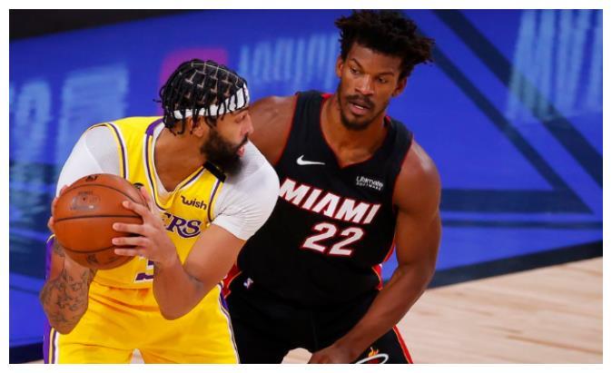 NBA今年的总决赛,在经历了长达将近一年半的波折以后,终于是在顺利地展开了