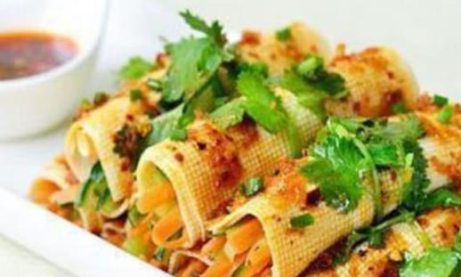 菜谱:红油拌腐皮菜卷,板栗焖饭,可乐烧虾