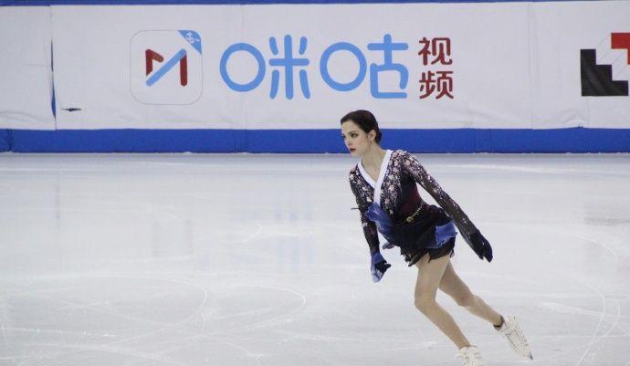 高清:花样滑冰上海超级杯梅德韦杰娃夺赛季首冠 冰面起舞美如画