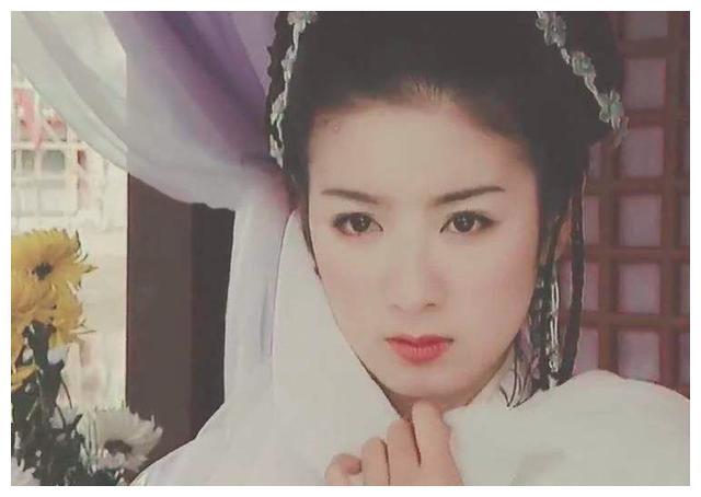 两段婚姻皆闪婚闪离,43岁黄奕不再奢望婚姻,与女儿幸福生活