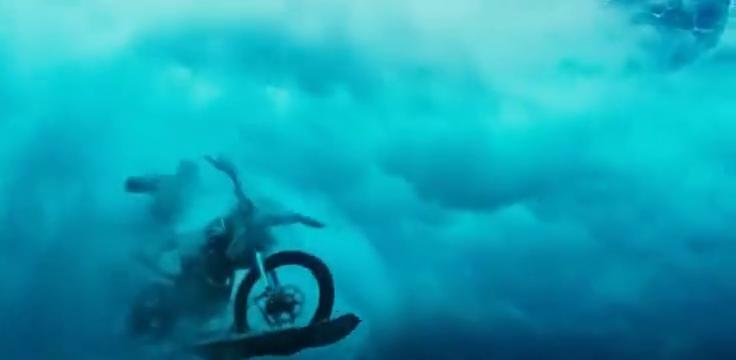 极限特工:甄子丹跟范迪塞尔,骑着水摩托玩起了冲浪!