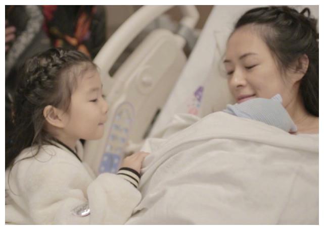 章子怡分享儿子第一次叫妈妈,汪峰视角下的母子俩玩亲亲,超有爱