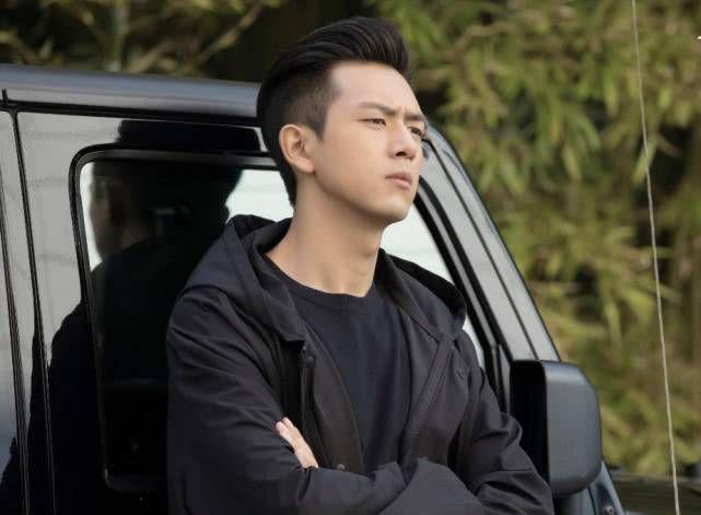 邓伦、白宇、肖战、李现,近年爆红的男星谁是你的白月光?