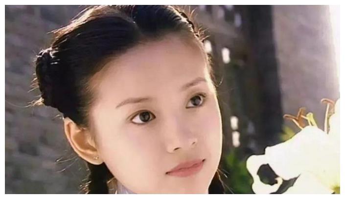 40岁董洁扮少女一脸苦相老气横秋,被吐槽不如50岁王琳显年轻