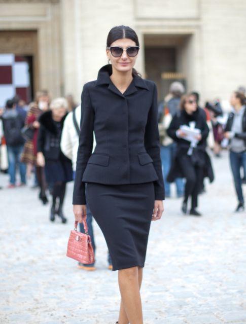 街拍小姐姐,图一小姐姐身穿修身套装,成熟优雅有气质,太美了!