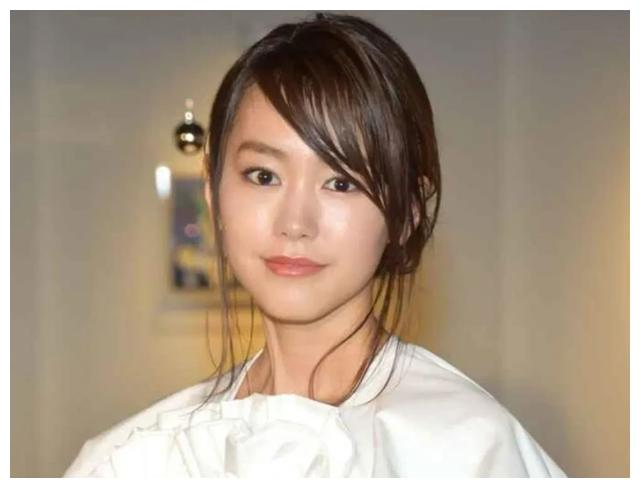 日本人气女星桐谷美玲顺利产下一子