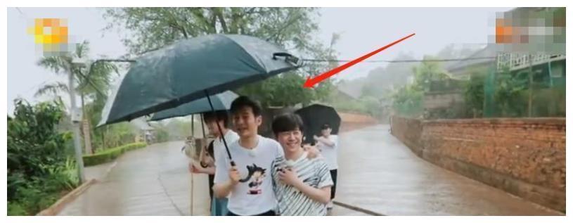 黄晓明的真实身高是多少?看看他和何炅同框的照片就知道了