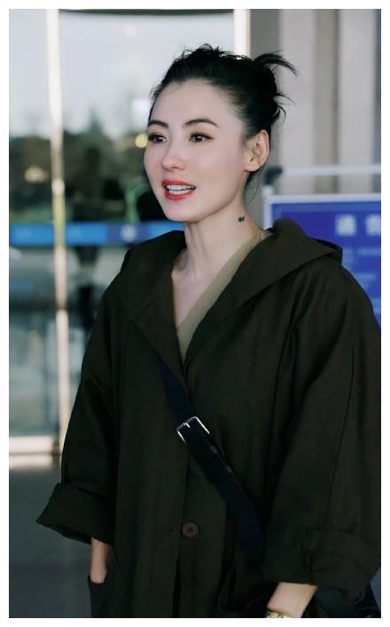 40岁张柏芝肤白貌美 机场照曝光冻龄似美少女