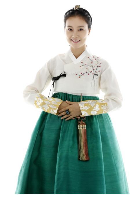 韩网票选适合穿韩服的气质女星 文彩元力压李英爱、韩志旼夺冠