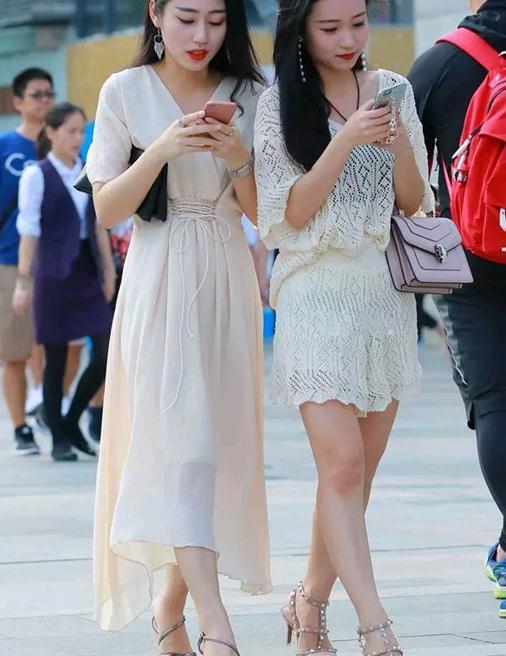 时尚的尖头高跟鞋·,搭配裙装让美丽姑娘的气质更加优雅
