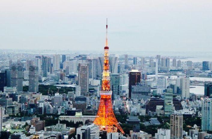 东京曾经的标志性建筑,富有人情味的东京塔