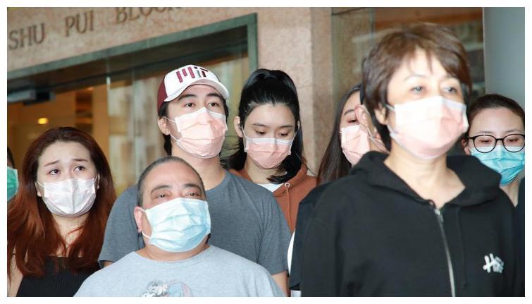 何鸿燊家人现身养和医院,何超琼交代父亲后事,奚梦瑶戴口罩出镜