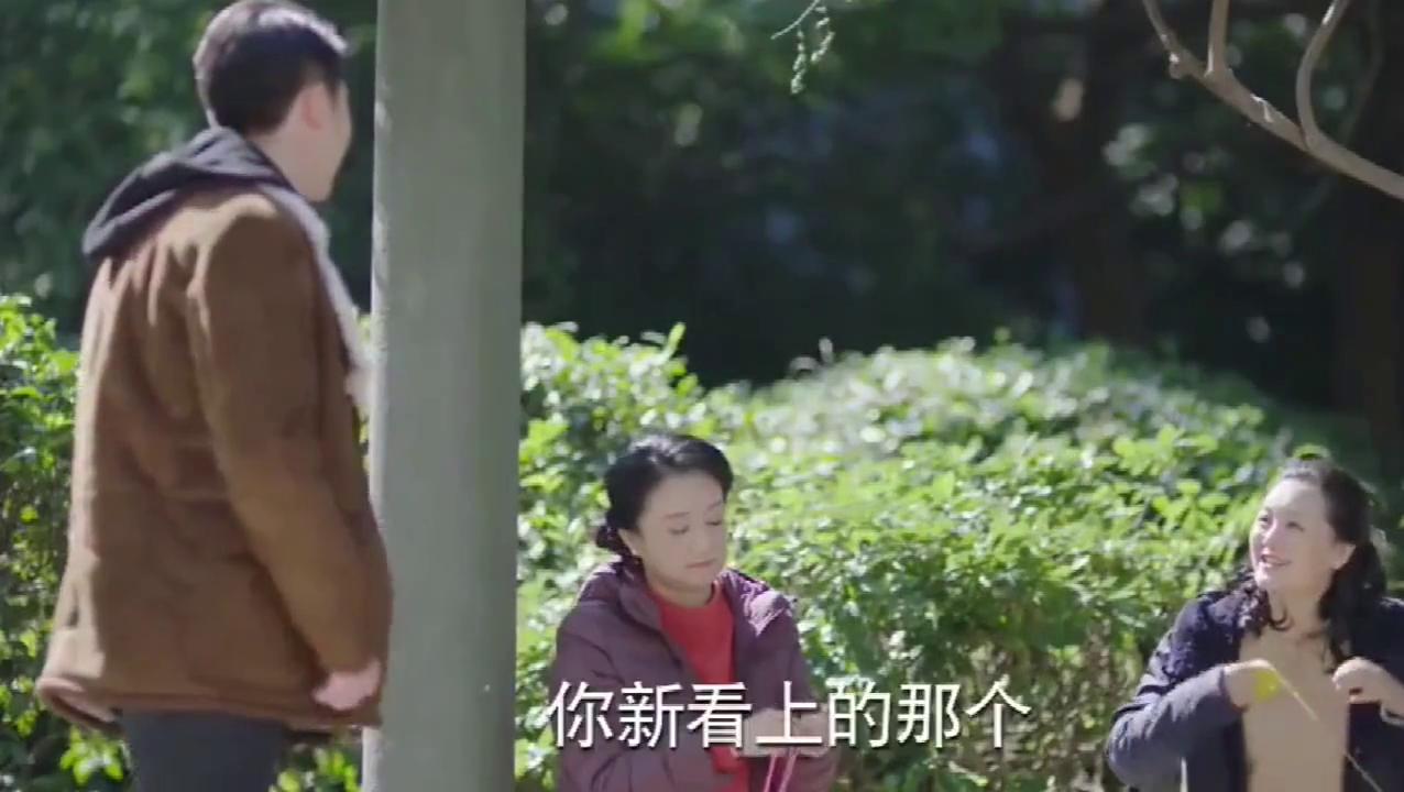 妈妈在同伴面前炫耀自己儿子新女友,同伴一听乐坏了:我女儿?