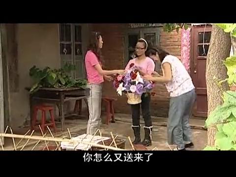 陌生人连续给小旭送花篮,此时梅大姐的丈夫手指有一丝颤动