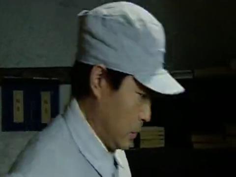 东方红01 集:老先生沉迷于吃烤红薯,下属看着也流口水