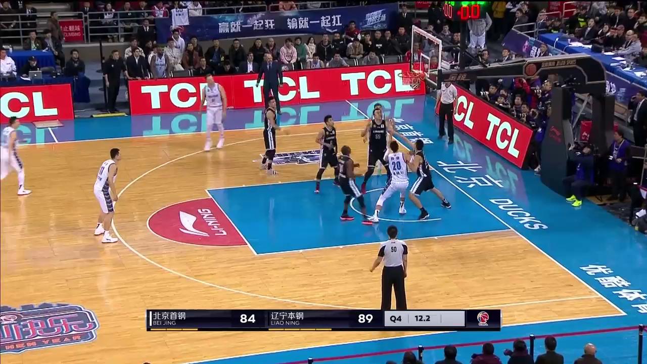 北京队汉密尔顿火了!1.3秒完成中投!关键时刻不手软!