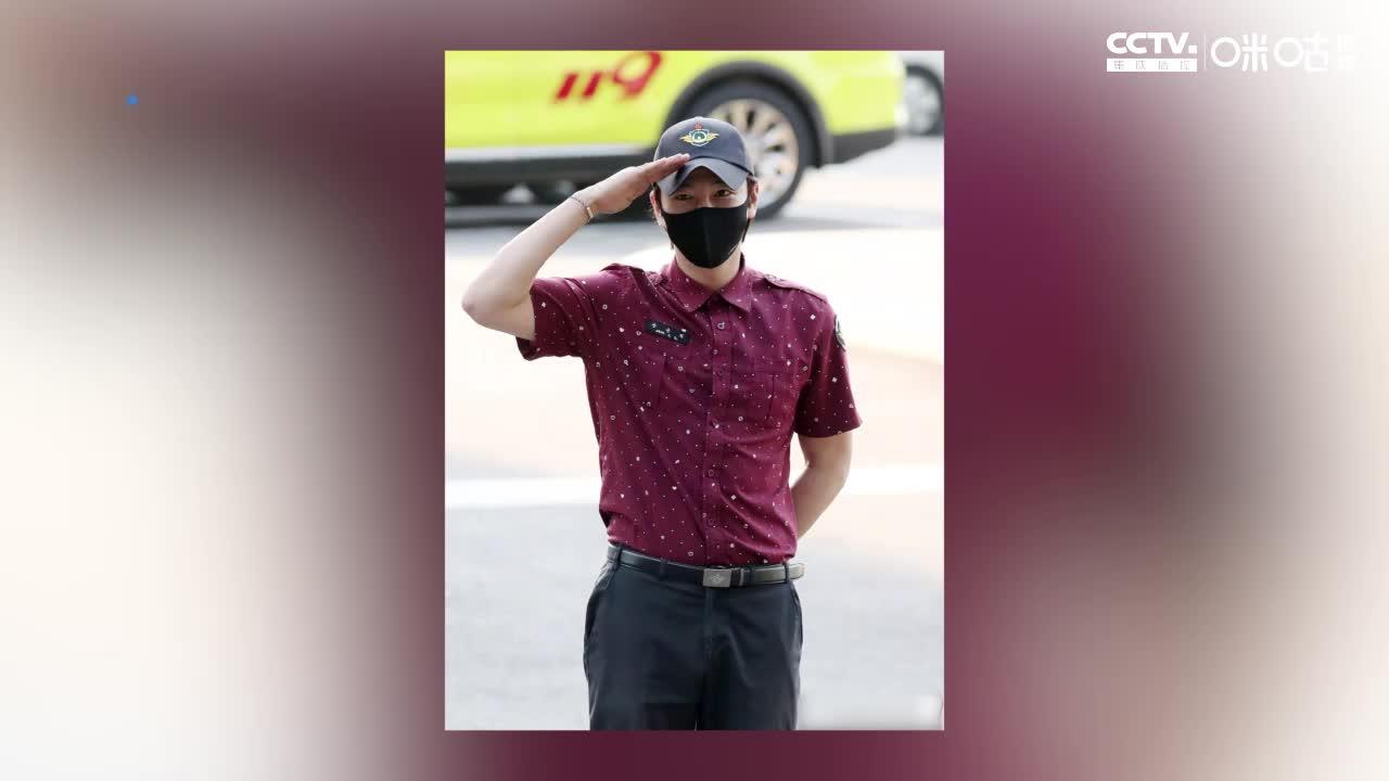 张根硕结束军队服役 退伍现场照曝光 开直播对观众敬礼
