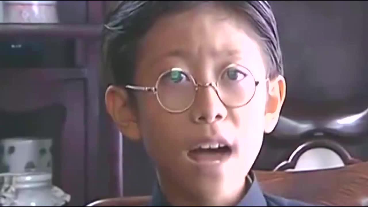 相隔14年,小兵张嘎和英子在三亚偶遇,如今一个帅气一个如花似玉