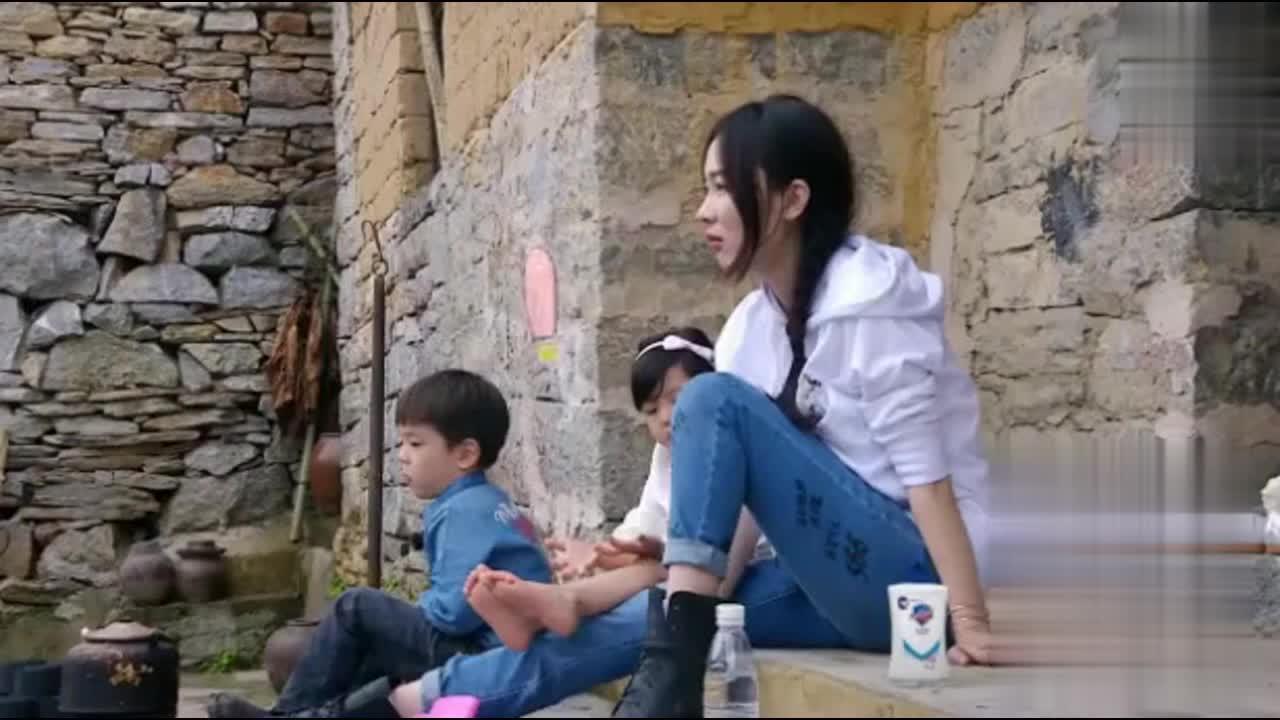 杜江心疼老婆帮忙做事!刘畊宏老婆:我老公呢 杜江:在那聊天呢