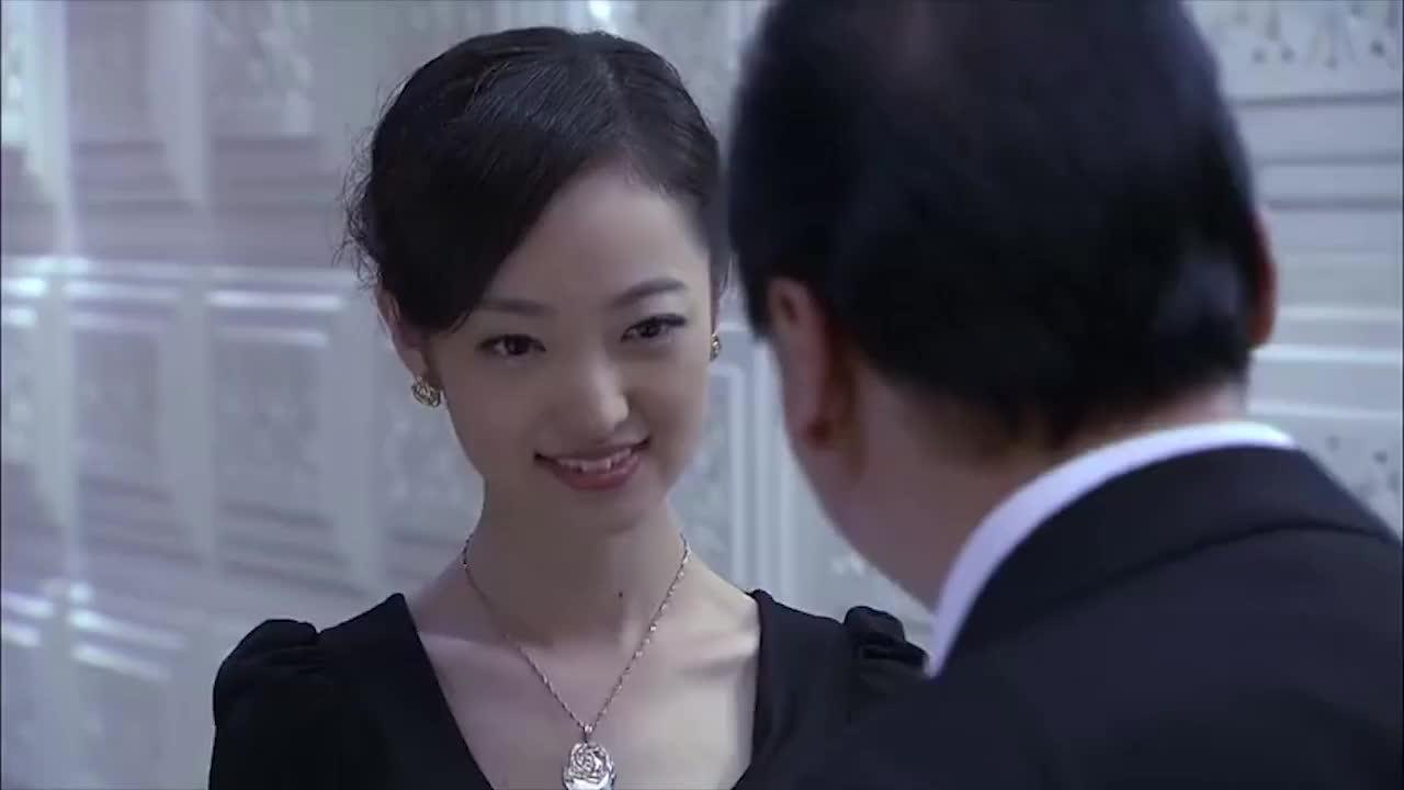 美女使出惯用的招式让富豪中招,成功上位钓到王老五给自己续命!