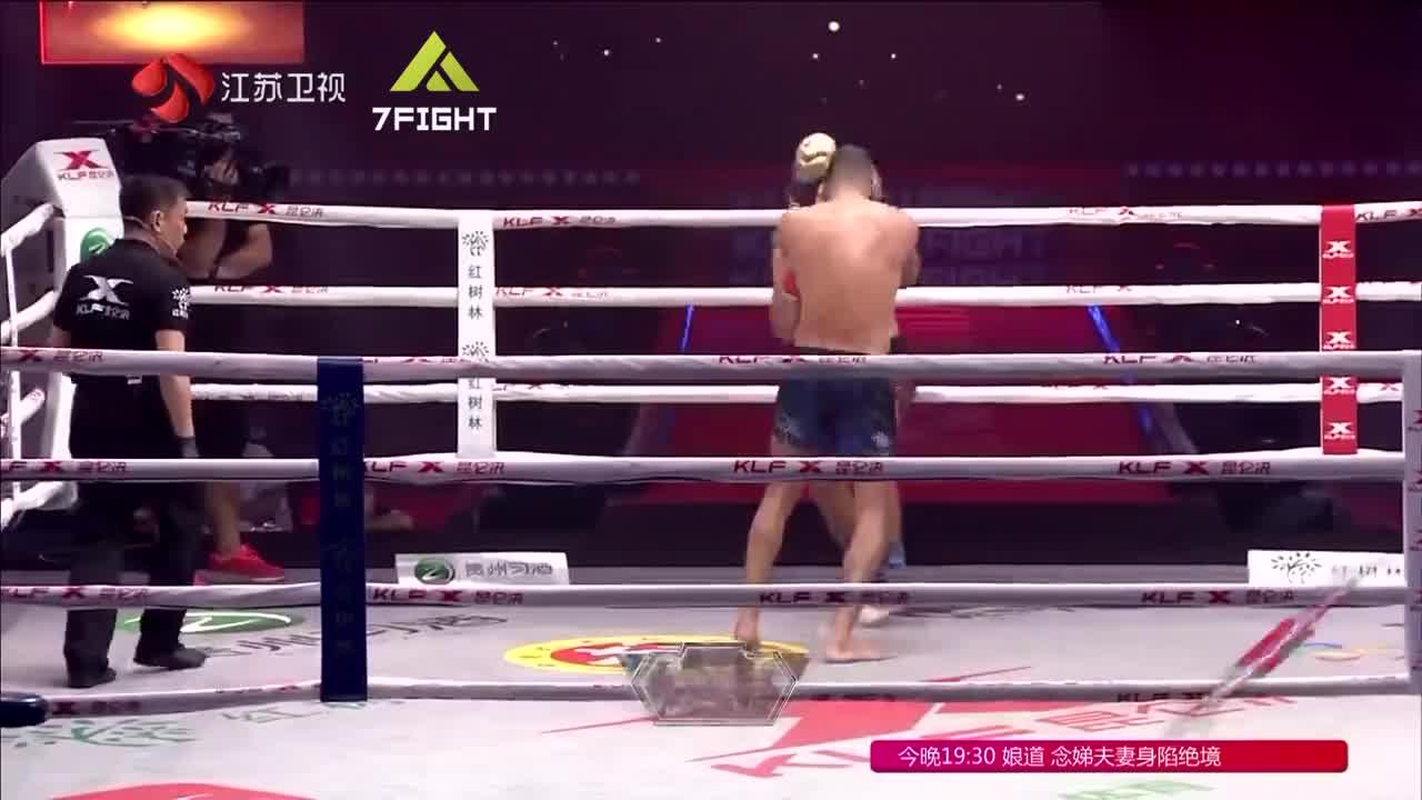 姜还是老的辣!西洋老猛将把年轻拳王拉下神坛,铁拳教他做人