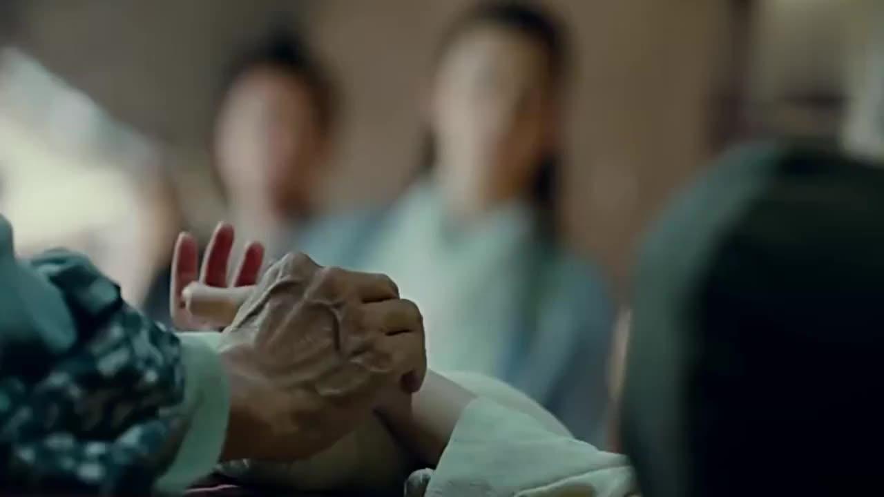 念慈重伤不醒,老中医却连呼恭喜,一旁的杨康眼珠子都要等出来了