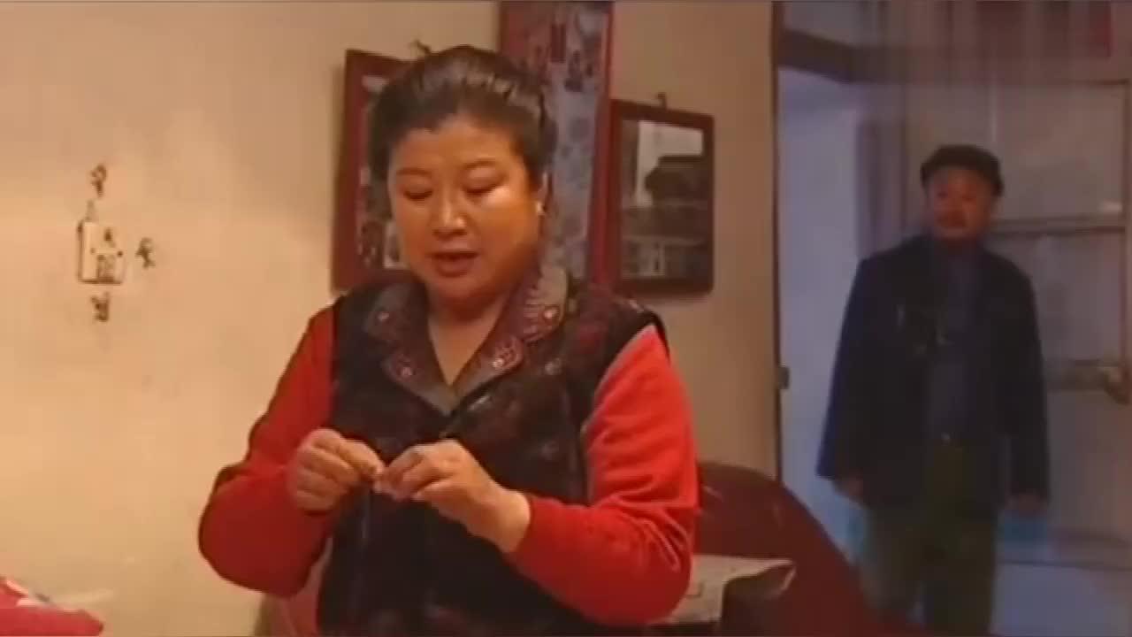 大辣椒在家唱小曲,药匣子戴上眼镜乱接词:我胡汉三又回来了