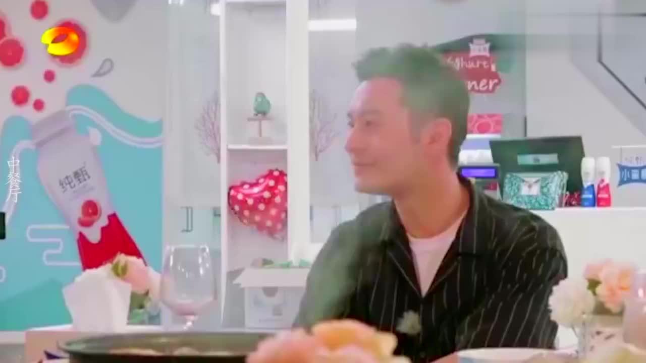 明星也追星系列:杨紫让黄晓明邀请赵薇来节目,孙红雷给哈林献花