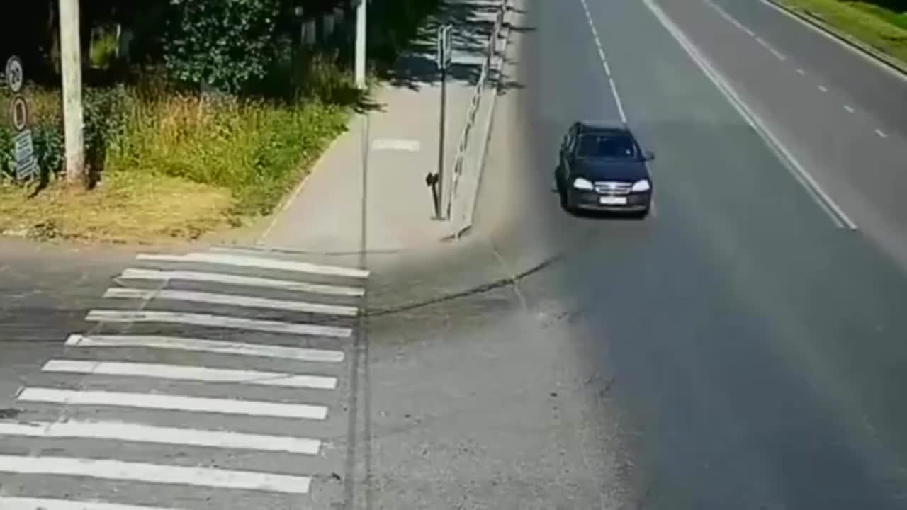 与消防车相撞,3秒后果然发生了大事