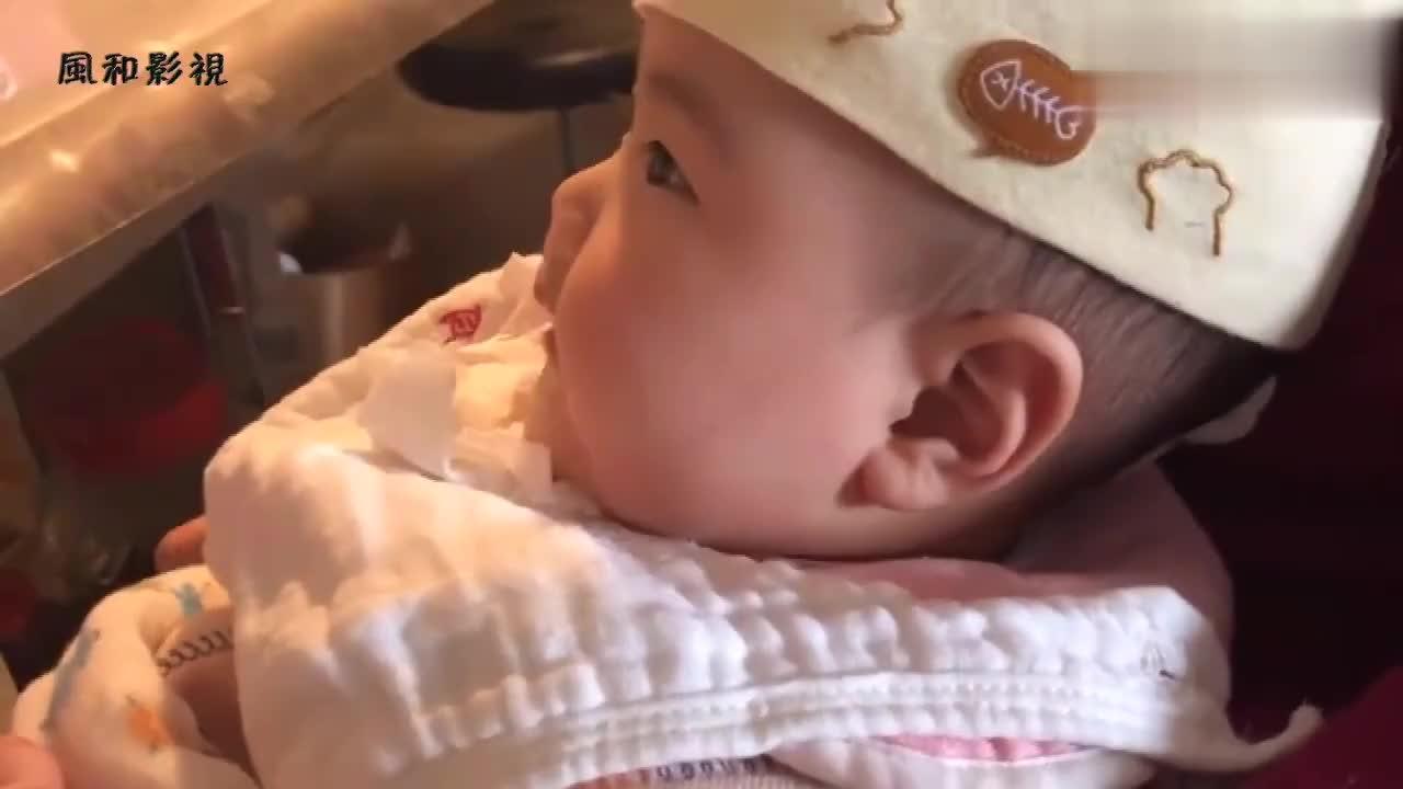 5个半月的宝宝吃米糊,表情包真多,一边吃一边说话